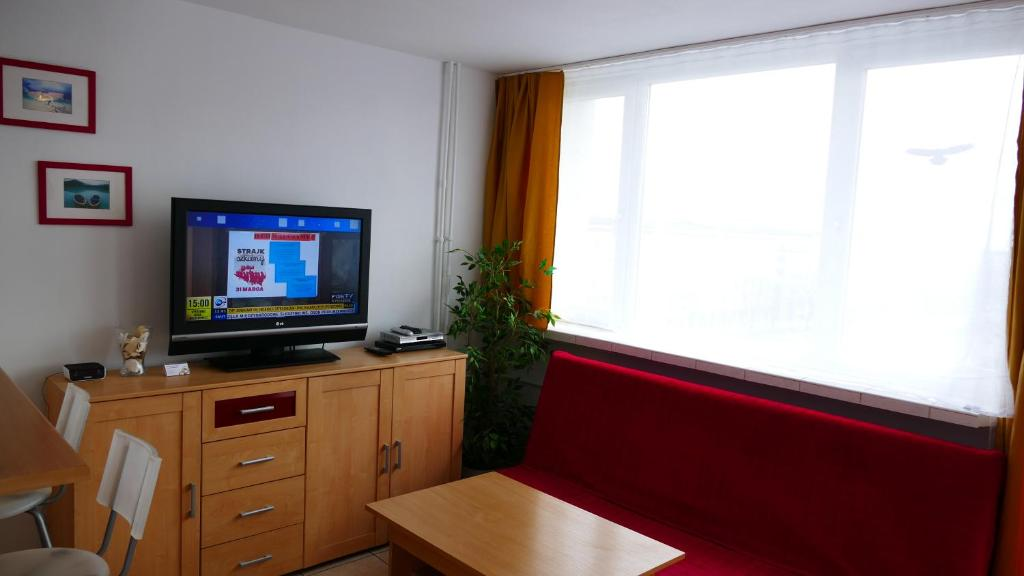 A television and/or entertainment center at Apartamenty Olimp