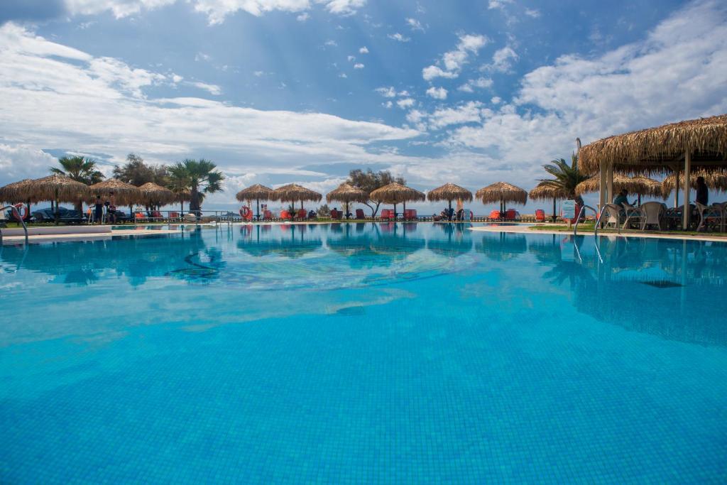 בריכת השחייה שנמצאת ב-Plaza Beach Hotel או באזור