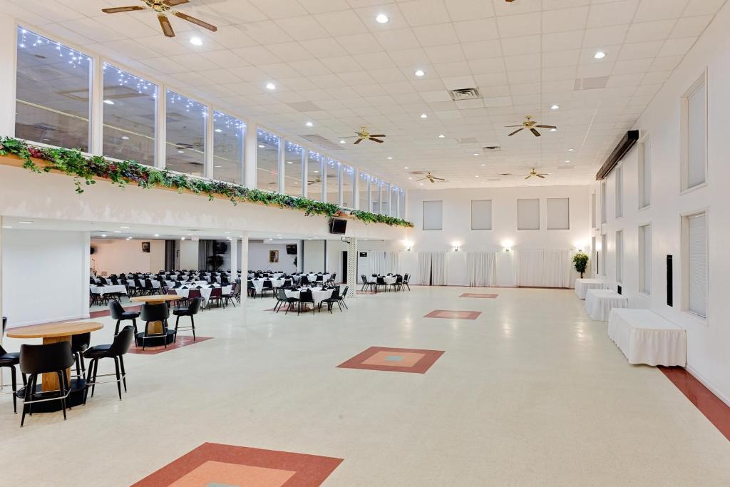 Ramada Richland Center