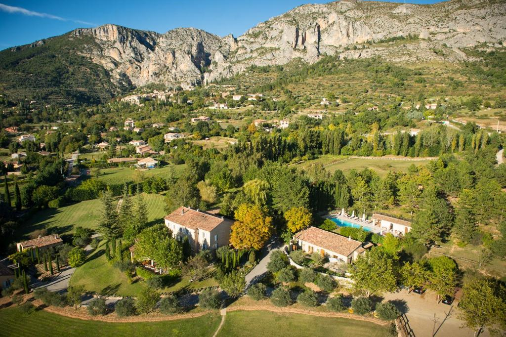 A bird's-eye view of La Bastide De Moustiers - Les Collectionneurs