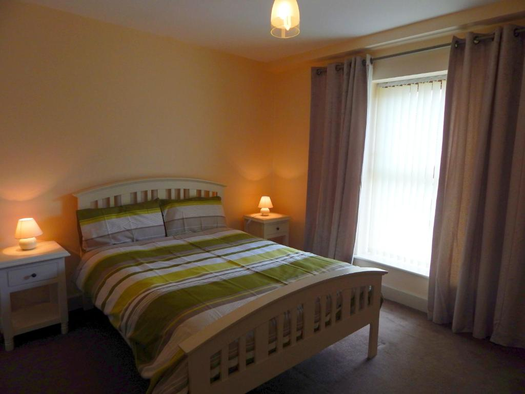 A bed or beds in a room at Beal na Mara Ballyshannon Apartments