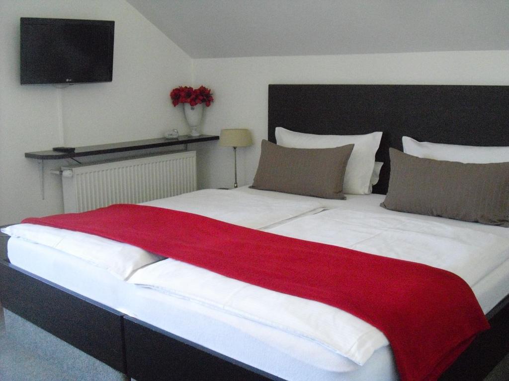 Ein Bett oder Betten in einem Zimmer der Unterkunft Gästehaus Cramer