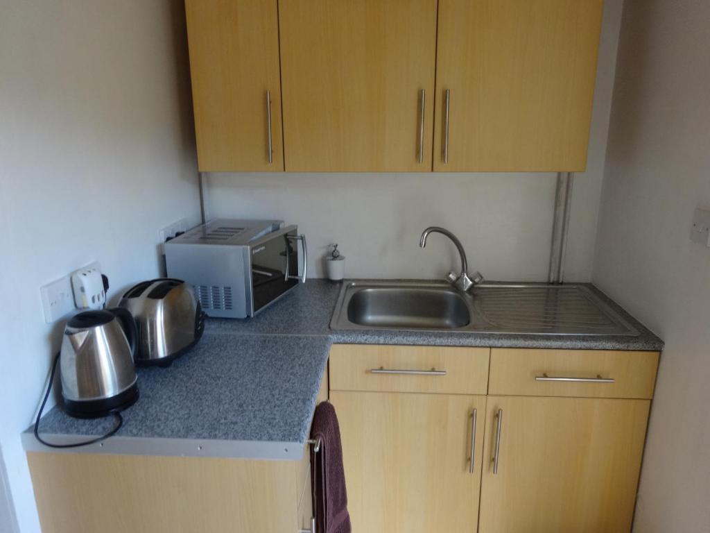A kitchen or kitchenette at Lantern House
