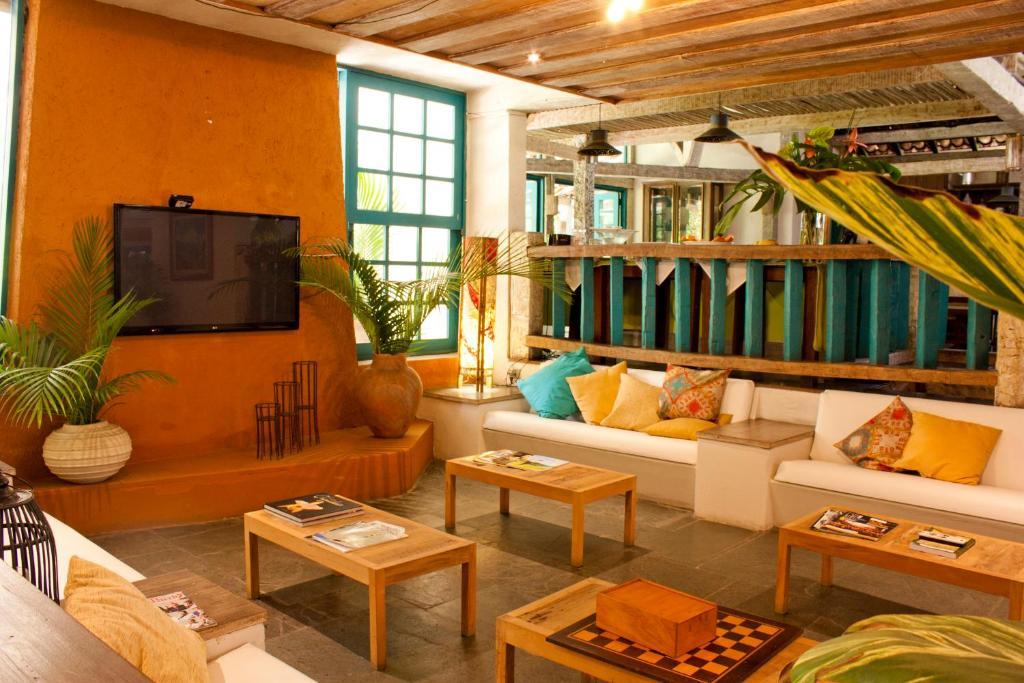 Uma área de estar em Ilha Deck Hotel