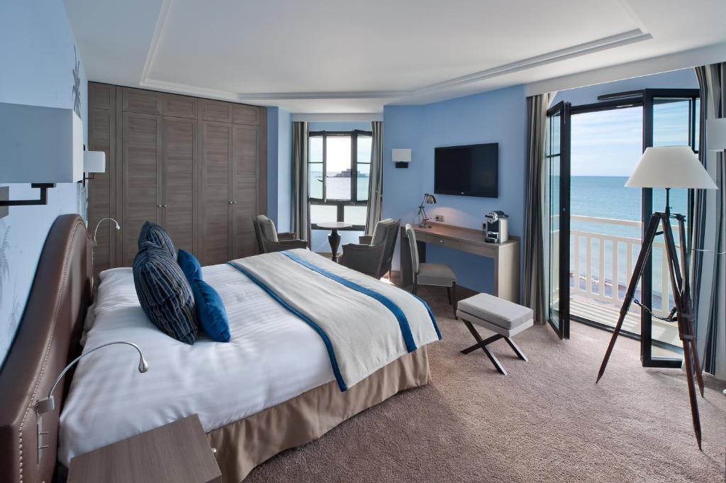 Hotel Le Nouveau Monde Saint Malo France Booking Com