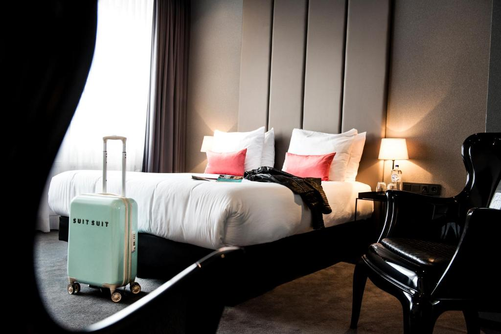 A bed or beds in a room at Design Hotel Glow