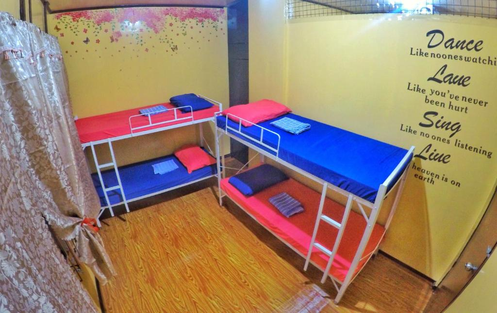 A bunk bed or bunk beds in a room at Hey Fellas Guesthouse