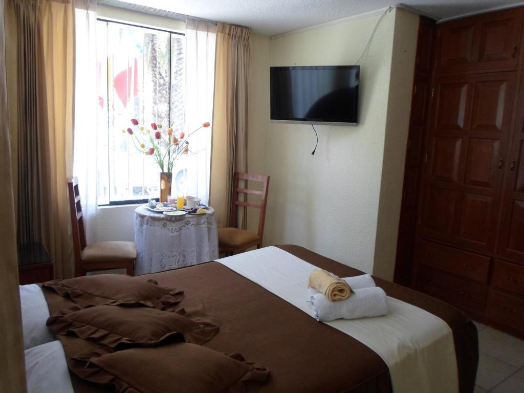 A bed or beds in a room at Hotel Astorga