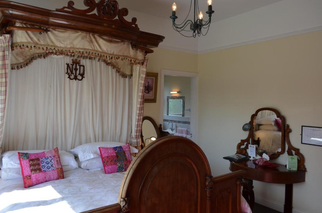Modern 5 Bedroom Country / Lake - Houses for Rent in Mullingar