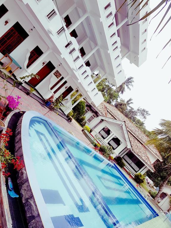 Swimmingpoolen hos eller tæt på Liyanage Resort