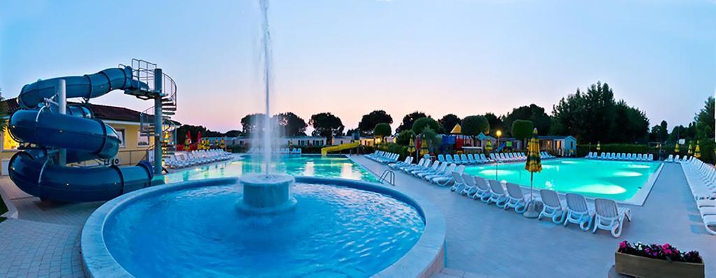 Der Swimmingpool an oder in der Nähe von Camping Le Palme