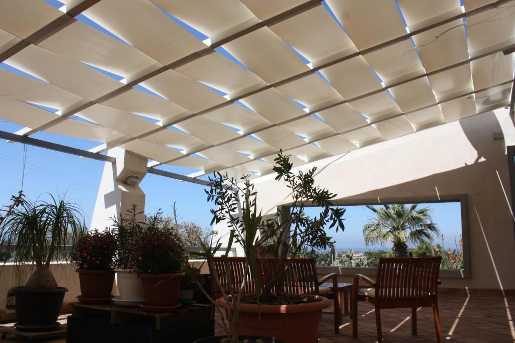 A restaurant or other place to eat at Casa Solare Rakalia