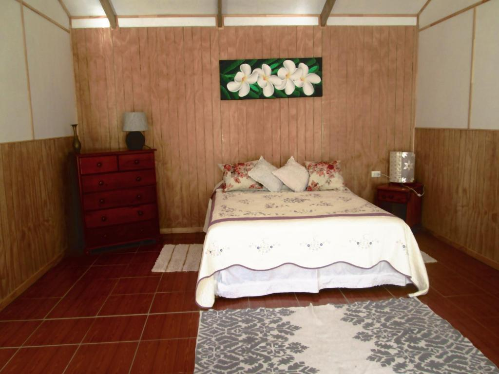 A bed or beds in a room at Te Ana Iri Cabañas