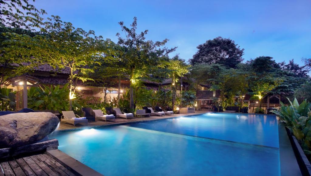 The swimming pool at or near Desa Alamanis Resort Vila