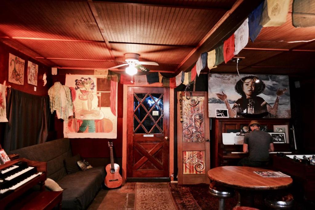 Eugene Whiteaker International Hostel