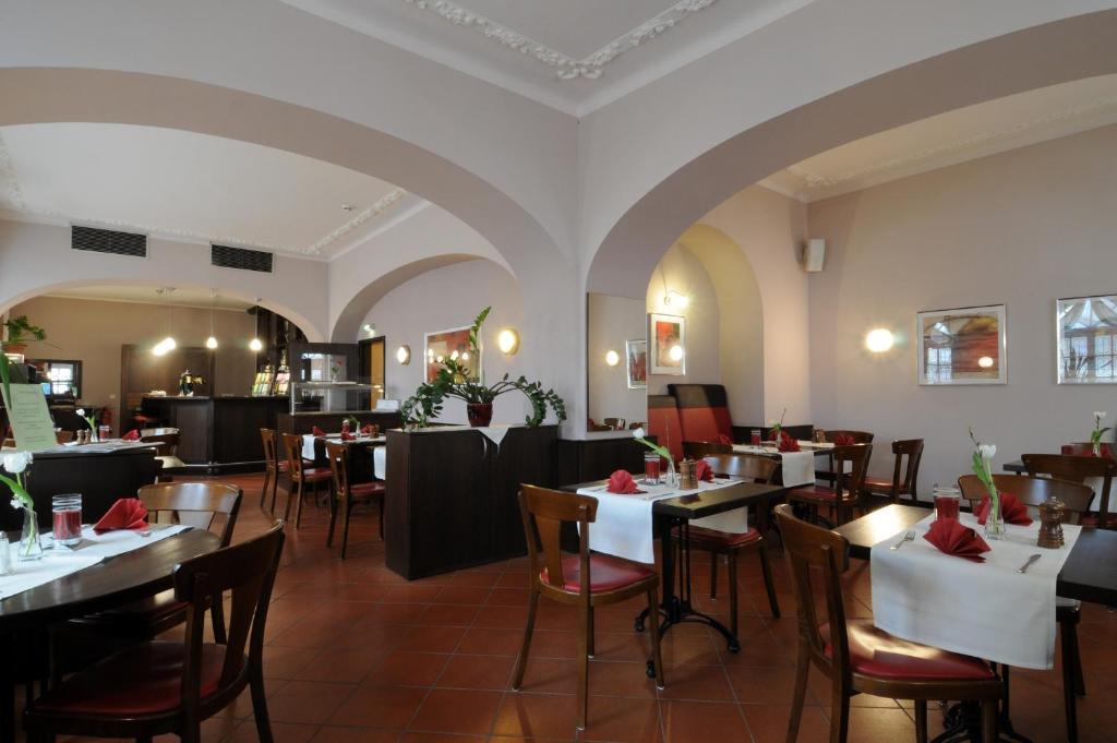 A restaurant or other place to eat at Hotel Döbelner Hof