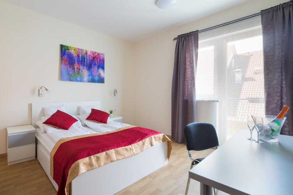 Een bed of bedden in een kamer bij Di Verdi Imperial Hotel