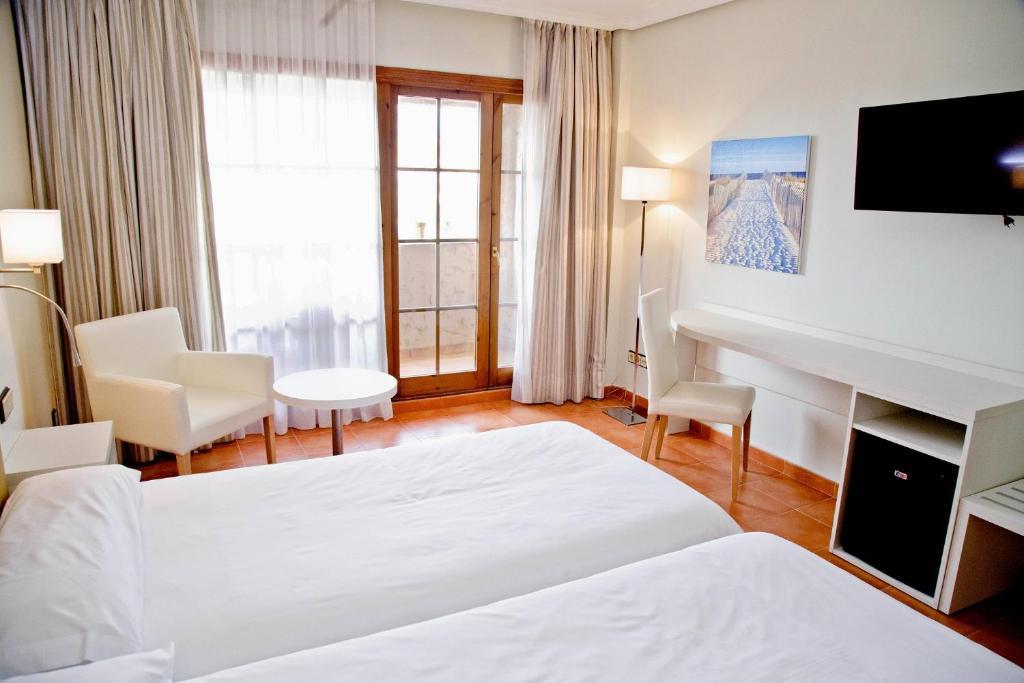 Cama o camas de una habitación en Hotel Bahia Sur