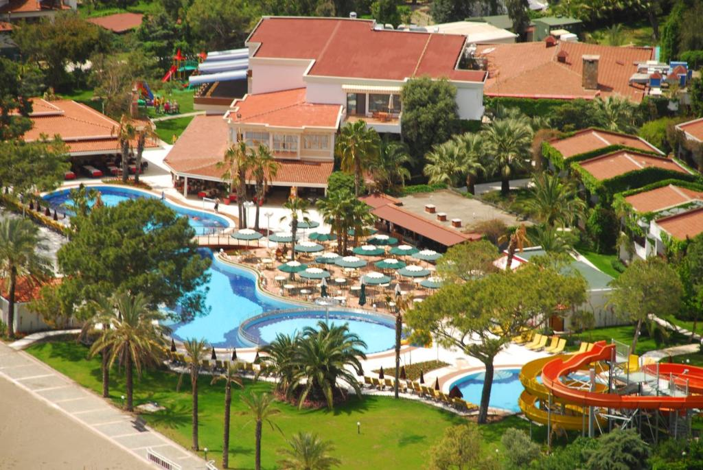 Uitzicht op het zwembad bij Club Boran Mare Beach - All Inclusive of in de buurt
