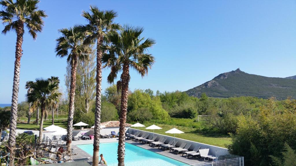 A view of the pool at Hôtel Restaurant Les Chasseurs or nearby