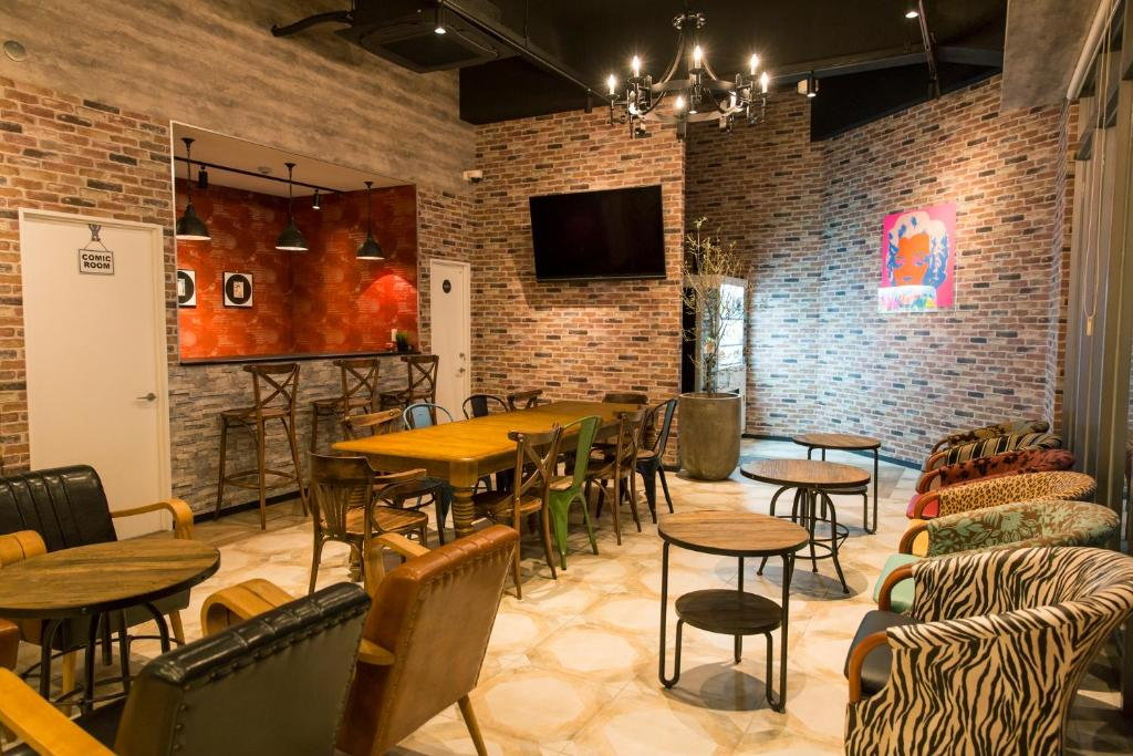 The lounge or bar area at Hostel Viaggio