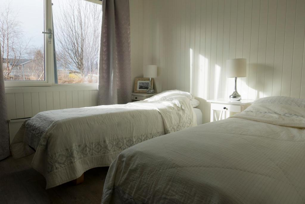 En eller flere senger på et rom på Heimsjyen