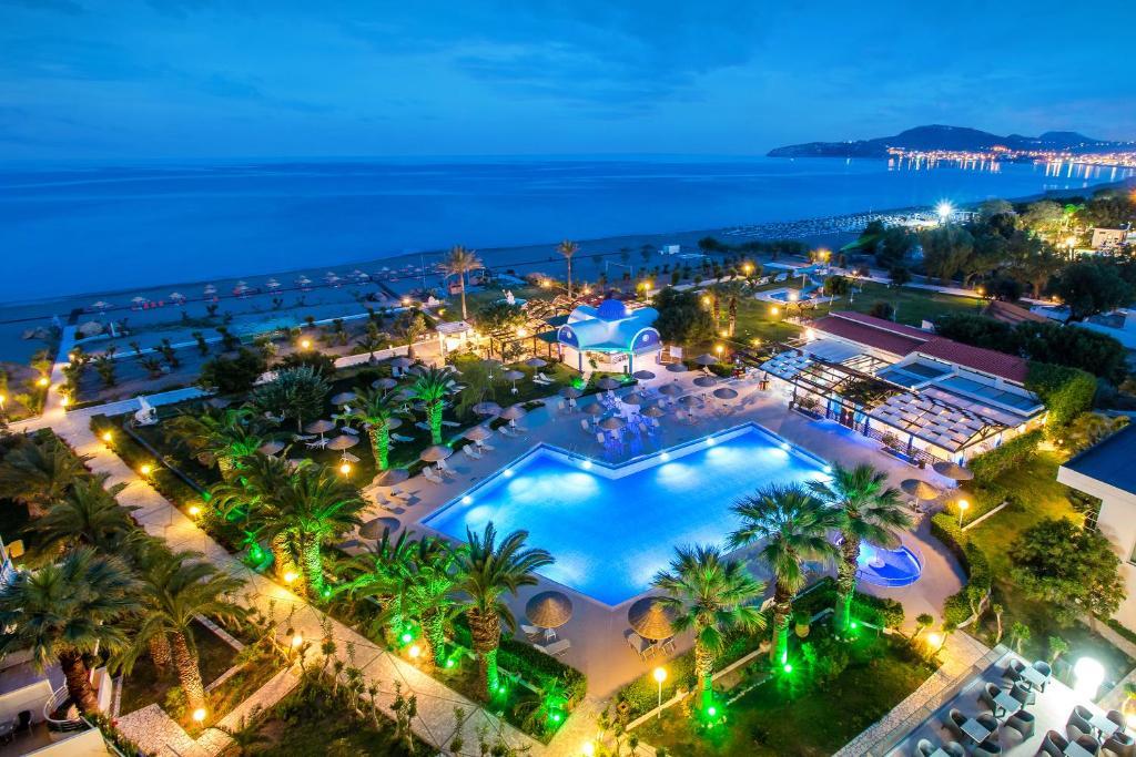 Skats uz naktsmītni Pegasos Beach Hotel no putna lidojuma