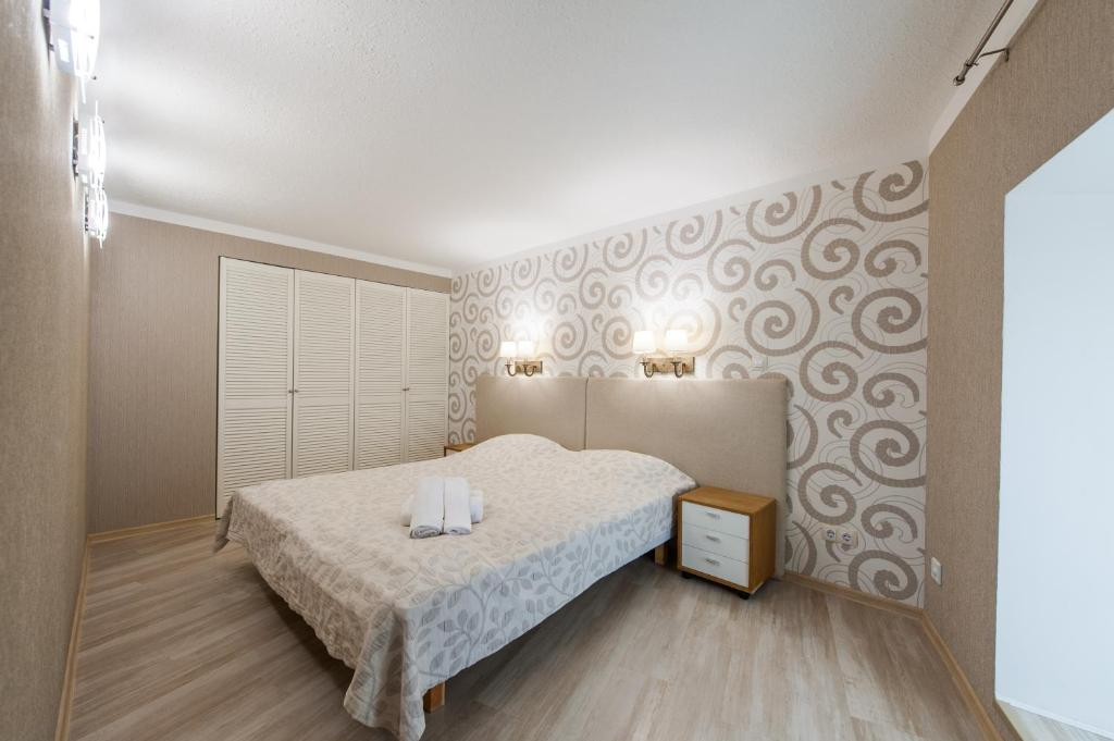 A bed or beds in a room at Delta Apartments Old Town Basic