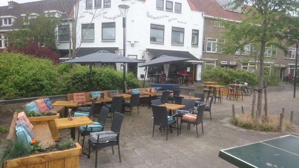 A restaurant or other place to eat at cafe 't Vonderke