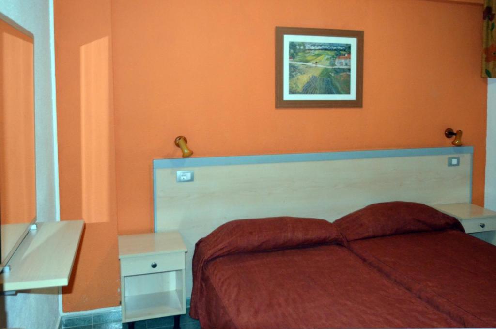Een bed of bedden in een kamer bij Apartamentos Green Park