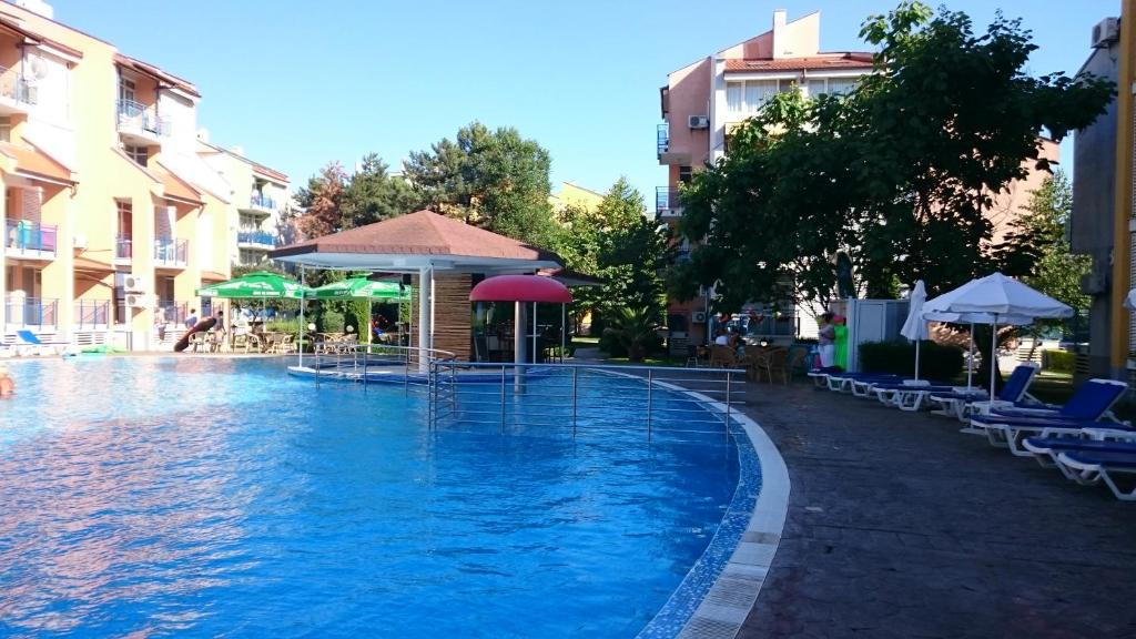 The swimming pool at or near Complex Elit 1