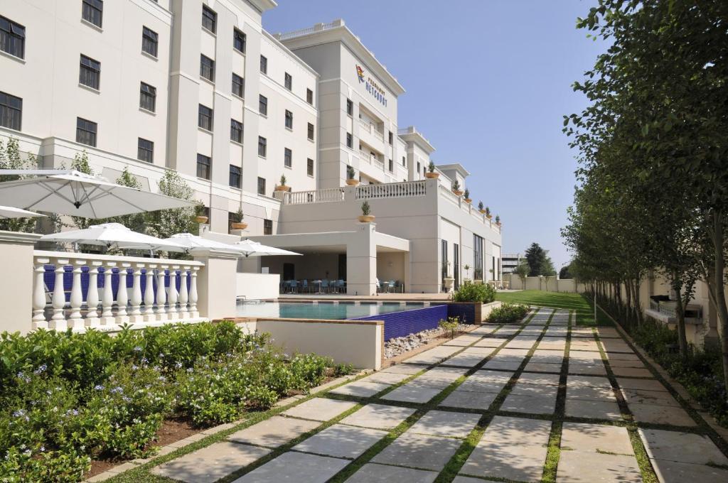 Der Swimmingpool an oder in der Nähe von Metcourt at Emperors Palace