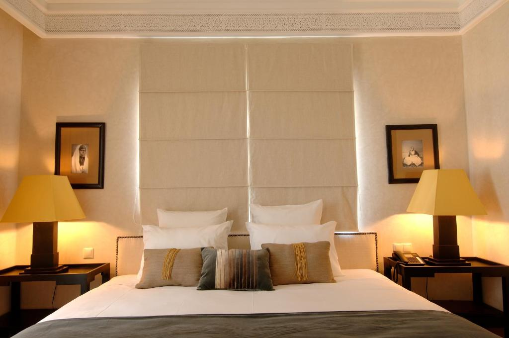 A bed or beds in a room at Le Riad Villa Blanche