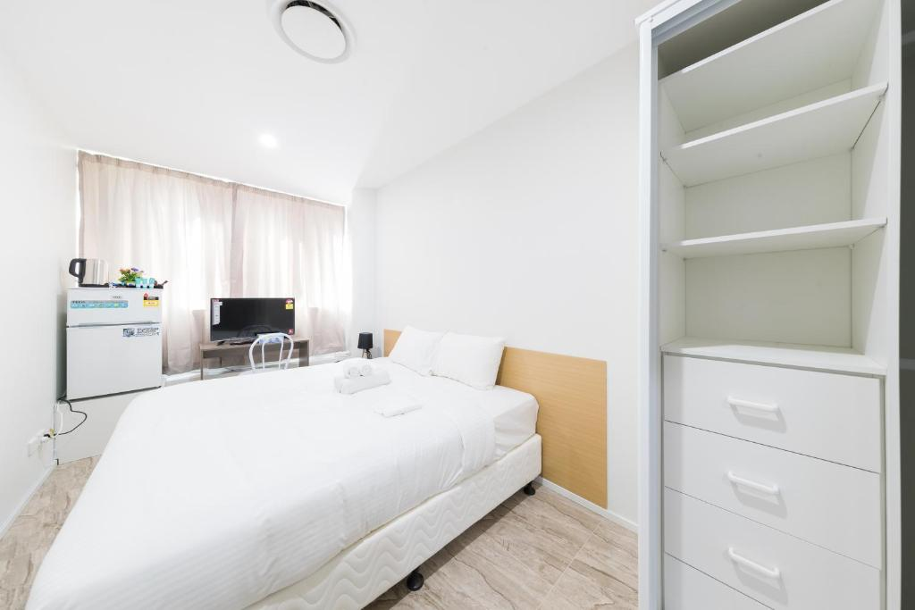 A bed or beds in a room at Dixon Residences