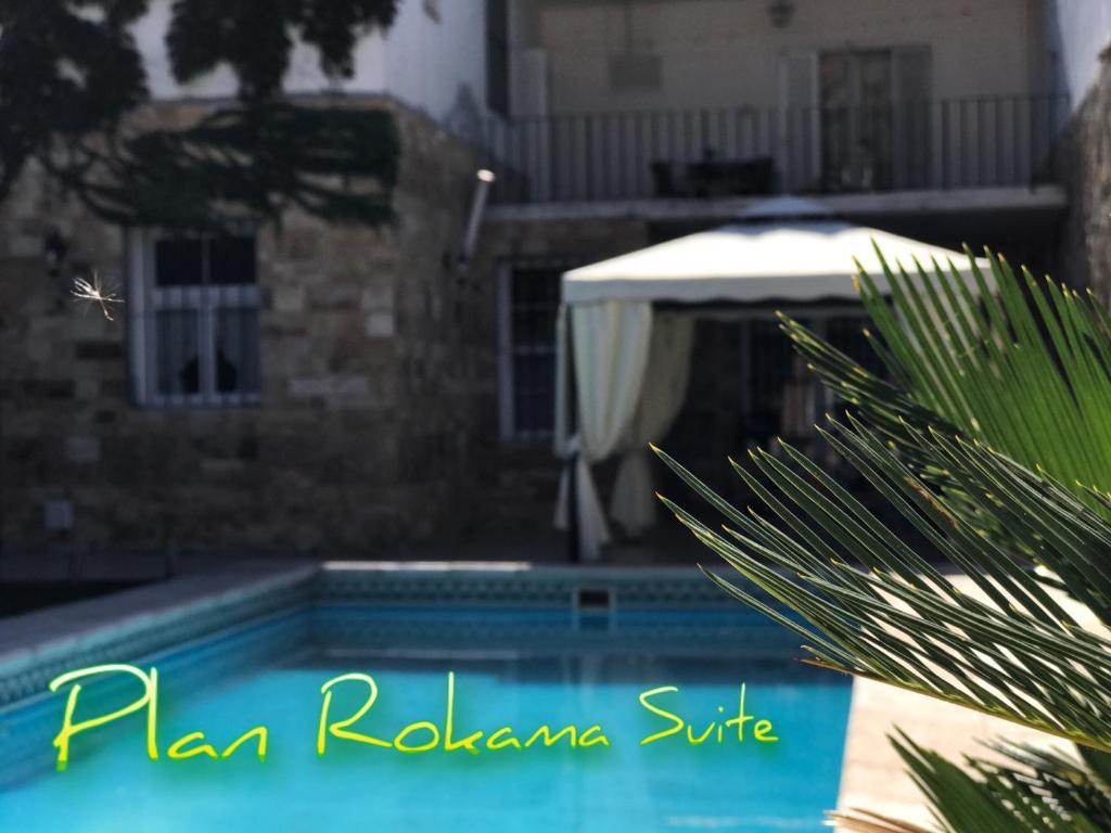 La pileta dentro o cerca de Plan Rokama Suite 586