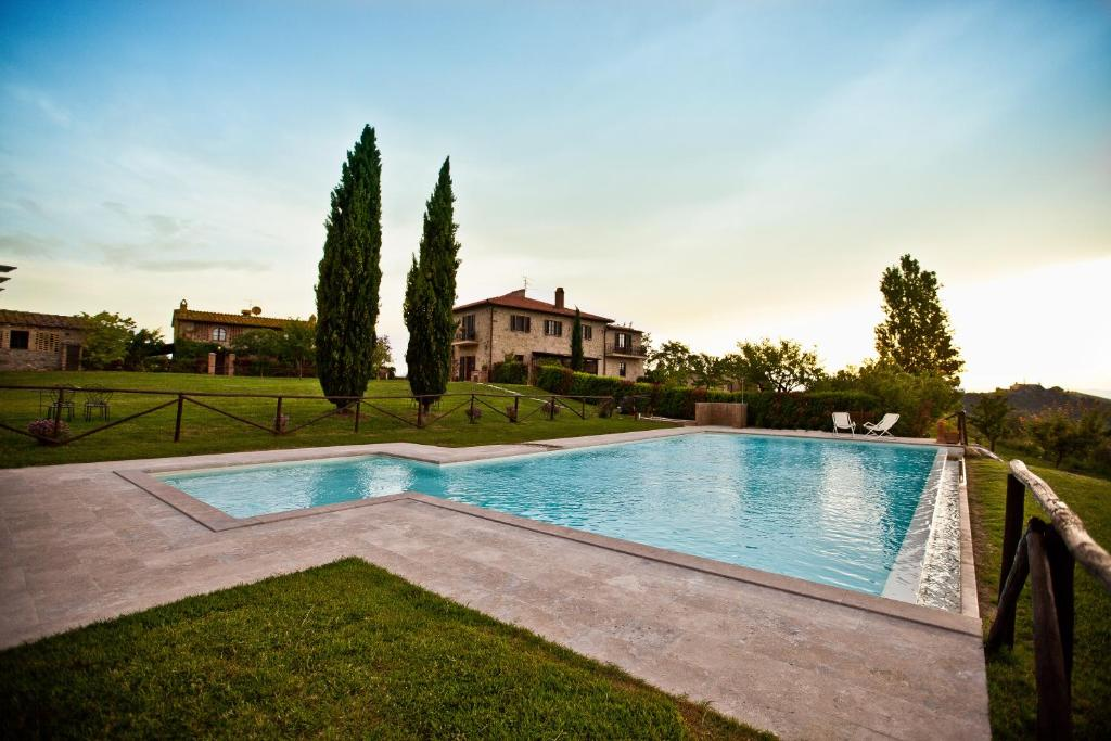 The swimming pool at or close to Agriturismo Fattoria Voltrona
