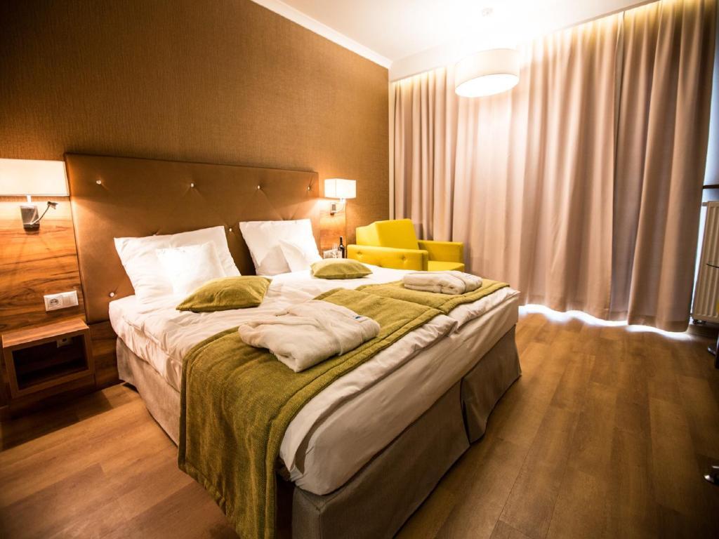Кровать или кровати в номере Mineral Hotel Malinowy Raj