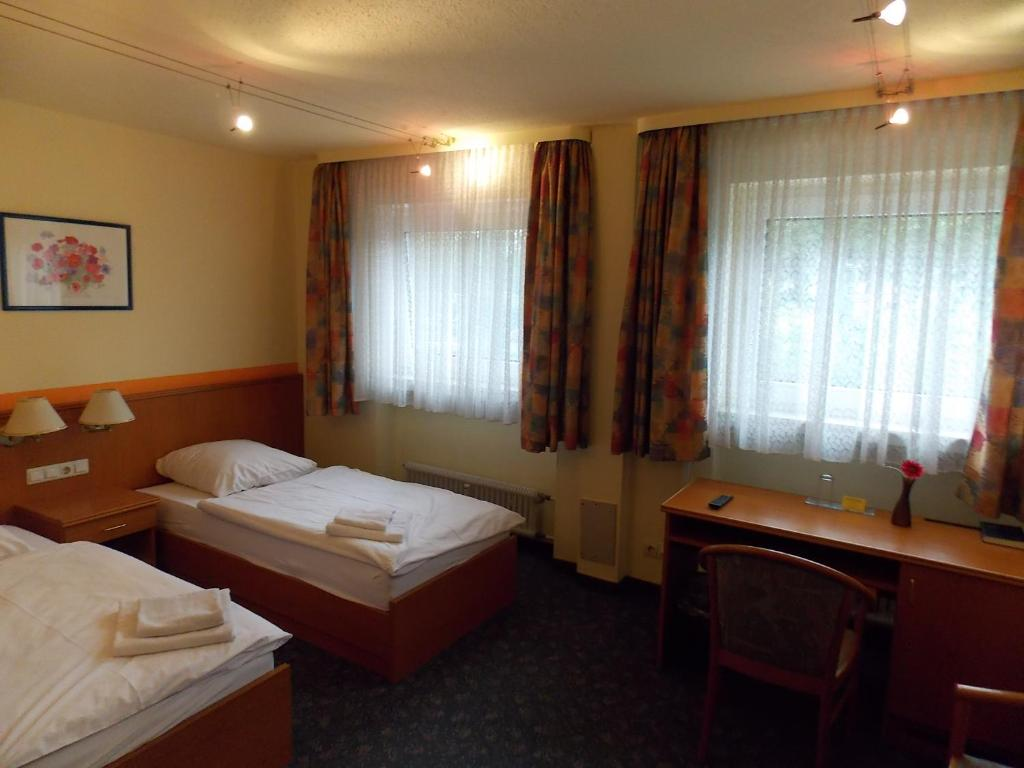 A bed or beds in a room at Hotel zur Post