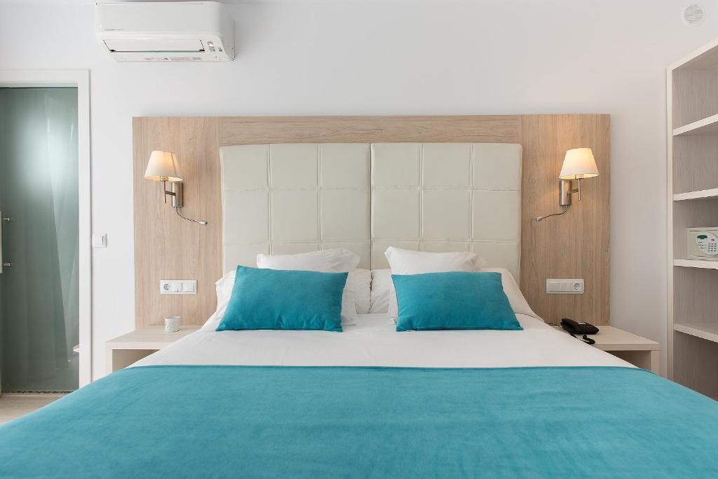 Un ou plusieurs lits dans un hébergement de l'établissement Hostal Residencia Menurka