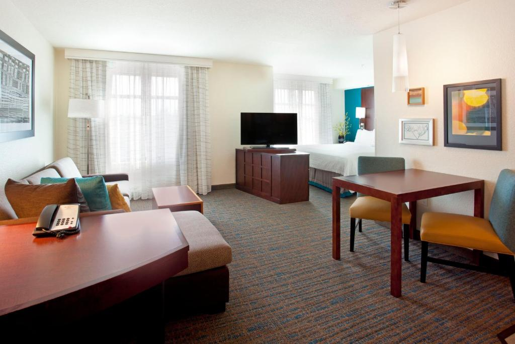 A television and/or entertainment centre at Residence Inn by Marriott Portland Airport at Cascade Station