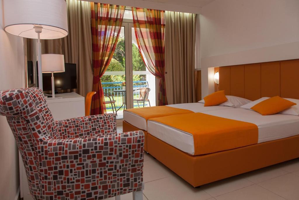 Kama o mga kama sa kuwarto sa Hotel Slovenska Plaža