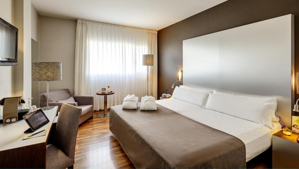 A bed or beds in a room at Sercotel JC1 Murcia