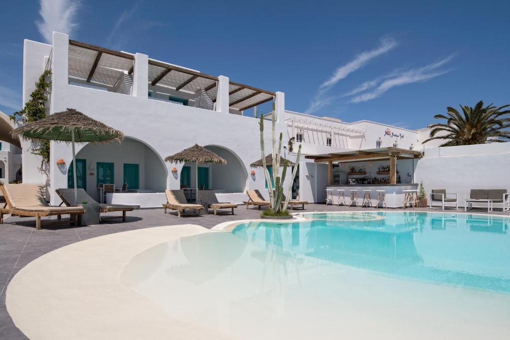 Het zwembad bij of vlak bij Nissia Beach Apartments & Suites