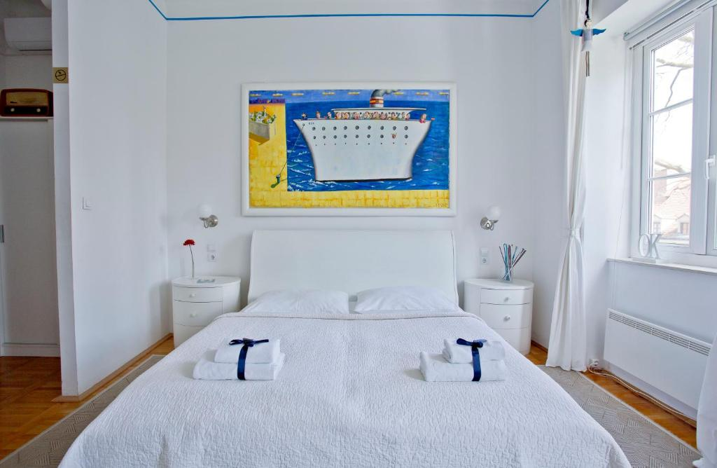 A bed or beds in a room at Rooms Zagreb 17