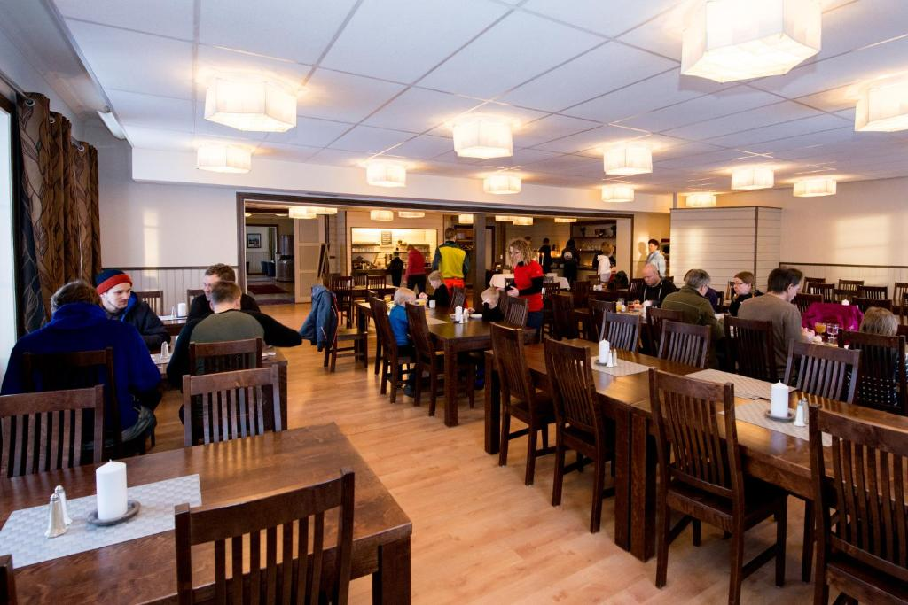 A restaurant or other place to eat at Svanstein Lodge
