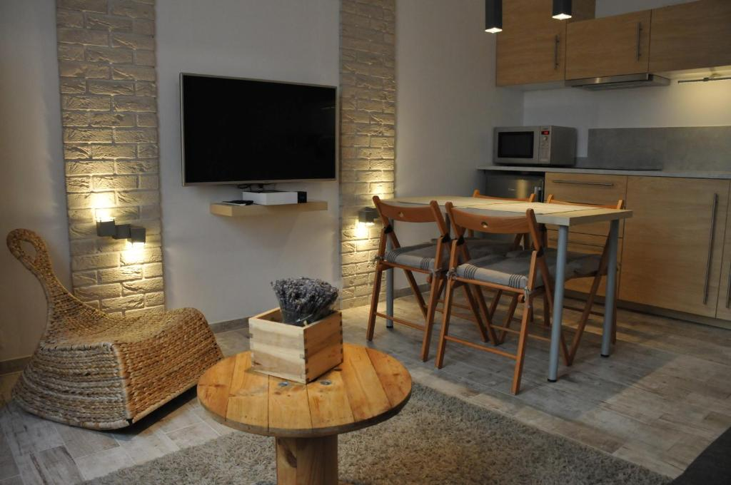 A television and/or entertainment center at Apartament Cracow