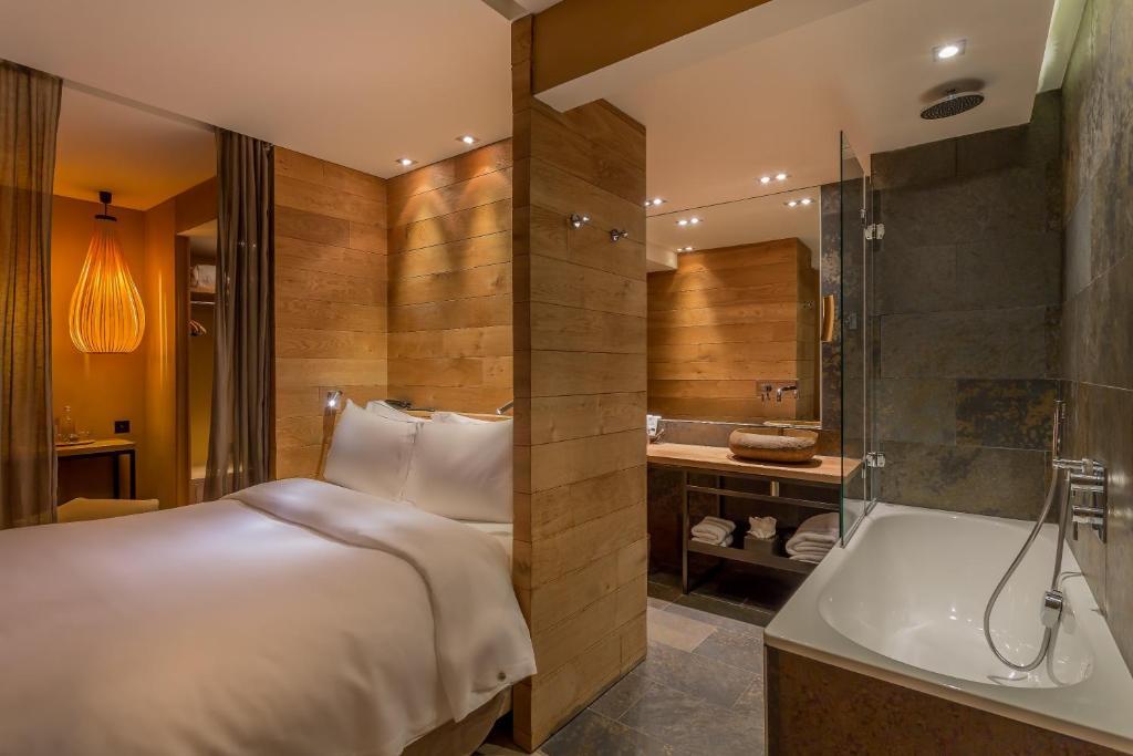 A bathroom at Hidden Hotel