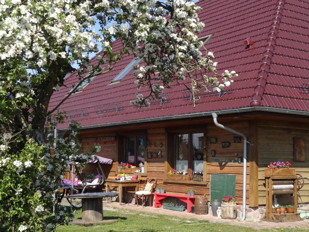 Ein Restaurant oder anderes Speiselokal in der Unterkunft Dom gościnny Ptaszarnia - Ekologia i Natura