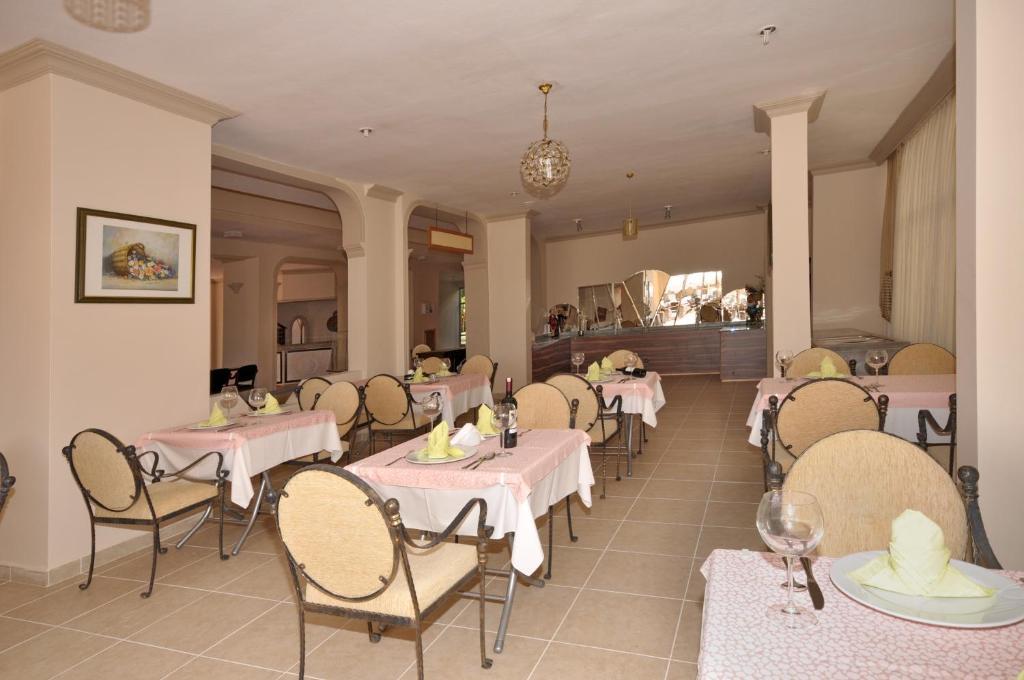 Ресторан / где поесть в Bella Bravo Suit Hotel