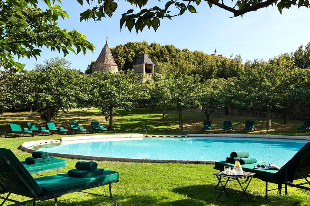 Piscine de l'établissement Château de Bagnols ou située à proximité